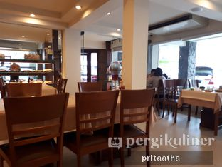 Foto 4 - Interior di Bon Ami Restaurant & Bakery oleh Prita Hayuning Dias