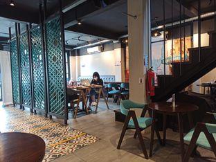 Foto 4 - Interior di Dopamine Coffee & Tea oleh Rachmat Kartono