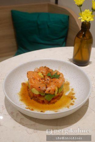 Foto 2 - Makanan(Salmon Tartare) di Lula Kitchen & Coffee oleh Shella Anastasia