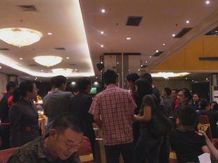 Foto 7 - Interior(Kerumunan orang ambil udang) di Golden Sense International Restaurant oleh Komentator Isenk