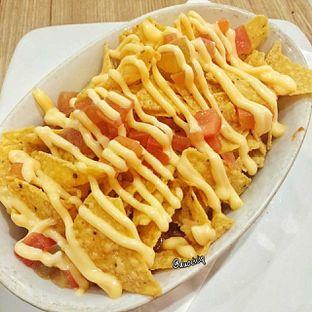 Foto 5 - Makanan(Nachos cheese) di Pizza Hut oleh felita [@duocicip]