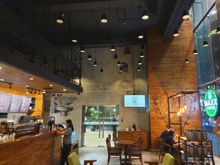 Foto 2 - Interior di Maxx Coffee oleh Ken @bigtummy_culinary
