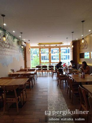 Foto 4 - Interior di Caffe Pralet oleh @NonikJajan