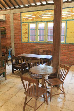 Foto 4 - Interior di Ragil Coffee & Roastery oleh Prido ZH