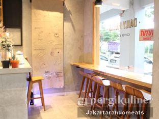 Foto 7 - Interior di Daily Press Coffee oleh Jakartarandomeats