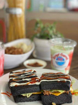 Foto 2 - Makanan di Kornet Geprek oleh @Perutmelars Andri
