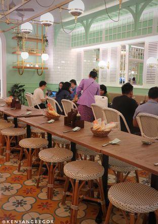 Foto 12 - Interior di Kafe Betawi First oleh Vionna & Tommy