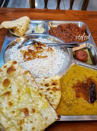 Foto 2 - Makanan(Chicken Thali) di Little India Restaurant oleh Stanzazone