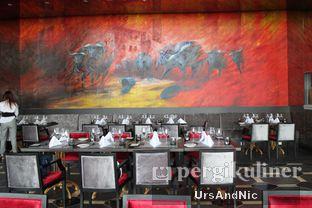 Foto 14 - Interior di Altitude Grill oleh UrsAndNic