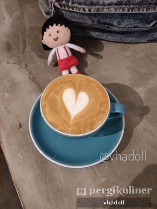 Foto 1 - Makanan(Hot Cappuccino ) di te.ti.ba coffeebar oleh Syifa