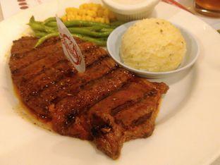 Foto 3 - Makanan(Wagyu sirloin (IDR 160k) ) di Holycow! STEAKHOUSE by Chef Afit oleh Renodaneswara @caesarinodswr