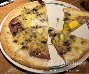 Foto 4 - Makanan(white mushroom pizza) di Ninety-Nine oleh Patsyy
