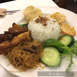 Foto 3 - Makanan(Nasi Uduk Rendang) di Kafe Betawi First oleh Merry Lee
