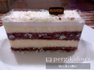 Foto - Makanan(Redvelvet cake) di Manon Chocolatier & Patissier oleh UrsAndNic