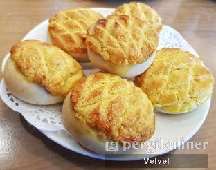 Foto 1 - Makanan(Bakpau Susu Isi Chasiu) di Taipan Kitchen oleh Velvel