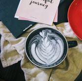 Foto Charcoal latte di Fe Cafe