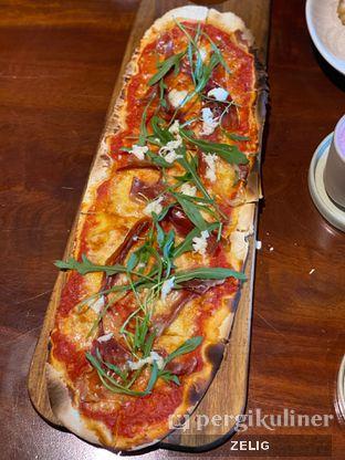 Foto 8 - Makanan(Rustica Pizza) di Convivium oleh @teddyzelig