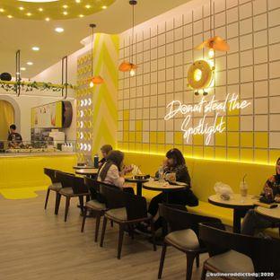 Foto 3 - Interior di Dots Donuts oleh Kuliner Addict Bandung