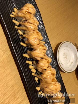 Foto 2 - Makanan(Salmon sushi roll (?)) di Sushi Hiro oleh Sienna Paramitha