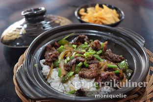 Foto 1 - Makanan(Beef Black Pepper Claypot) di Waroeng Jangkrik Sego Sambel Wonokromo oleh Monique @mooniquelie @foodinsnap