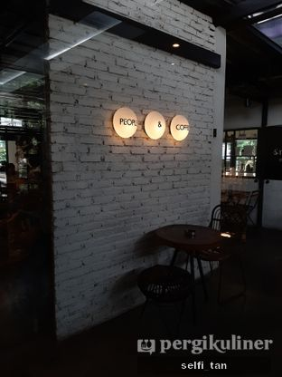 Foto 4 - Interior di Popolo Coffee oleh Selfi Tan