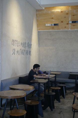 Foto 14 - Interior di Crematology Coffee Roasters oleh yudistira ishak abrar