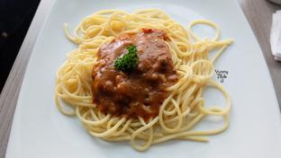 Foto 5 - Makanan(Spaghetti Bolognese) di AH Resto Cafe - Hotel Ibis Budget Jakarta Cikini oleh Yummyfoodsid