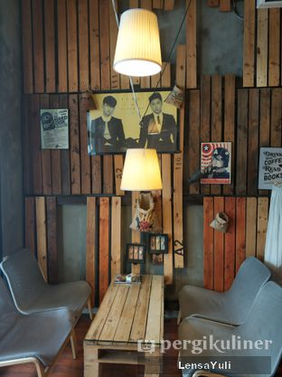 Foto 6 - Interior di Red Blanc Coffee & Bakery oleh Yuli  Setyawan