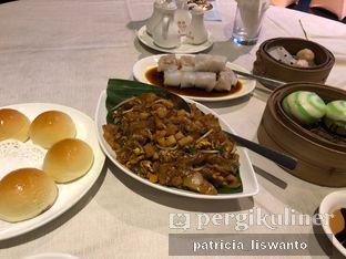 Foto 7 - Makanan(chan pao & kwetiau goreng & liu sa bao) di Sun City Restaurant - Sun City Hotel oleh Patsyy