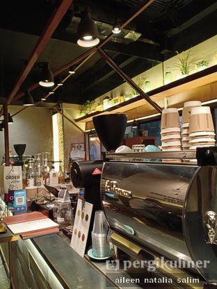 Foto 4 - Interior di Bermvda Coffee oleh @NonikJajan