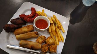 Foto Makanan di Carnis