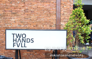 Foto review Two Hands Full oleh Jakartarandomeats 3