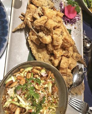 Foto 7 - Makanan(Pla Thod Mamuang) di Chao Phraya oleh Aqmarina Paramaduhita