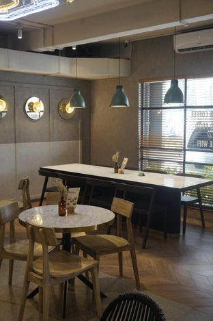 Foto 20 - Interior di Phos Coffee & Eatery oleh yudistira ishak abrar