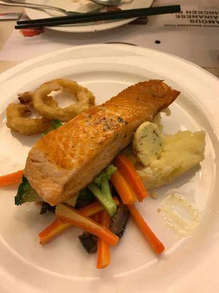 Foto 1 - Makanan(Seared blackened salmon) di Chatter Box oleh Jocelin Muliawan