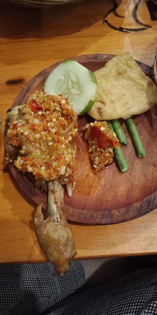 Foto 1 - Makanan di Ayam Goreng Nelongso oleh Julia Intan Putri