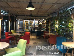 Foto 3 - Interior di Cafe Halaman oleh Desy Mustika