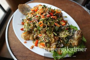 Foto - Makanan(Gurame Goreng Sambal Matah) di Kitiran Resto & Cafe oleh Makan Harus Enak @makanharusenak