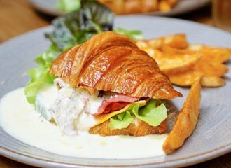 5 Olahan Croissant yang Pastinya Enak Banget Disantap