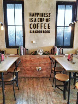 Foto 1 - Interior di Gerilya Coffee and Roastery oleh Ika Nurhayati