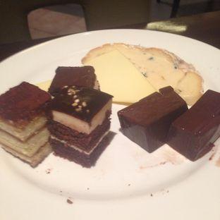 Foto 3 - Makanan(Cakes) di Cafe One - Wyndham Casablanca Jakarta oleh Annisa Putri Nur Bahri