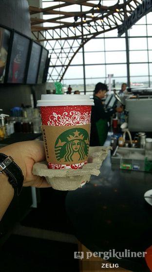Foto 4 - Makanan(Caramel Macchiato) di Starbucks Coffee oleh @teddyzelig