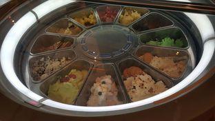 Foto 4 - Makanan di The Cafe - Hotel Mulia oleh Vising Lie