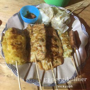 Foto 3 - Makanan(Tahu Goreng, Tempe Goreng, Maling (Pork Spam), Siomay, Pangsit Babi) di Angkringan Bro oleh Vicky @vickyaph