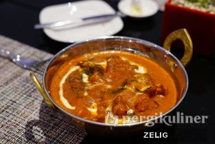 Foto 7 - Makanan(Indian Butter Chicken) di Collage - Hotel Pullman Central Park oleh @teddyzelig
