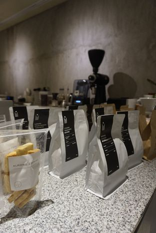 Foto 13 - Interior di 1/15 One Fifteenth Coffee oleh yudistira ishak abrar