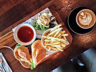 Foto 1 - Makanan(Chicken Cordon Bleu Sandwich) di Noah's Barn oleh Dewangga Maaruf