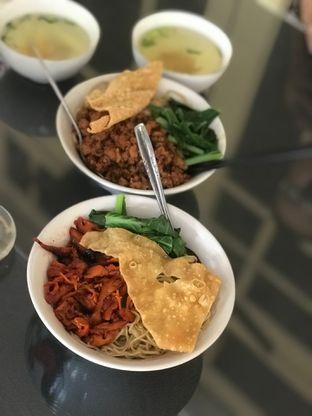 Foto 4 - Makanan di Bakmi Gloria oleh Makan2 TV Food & Travel