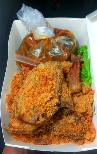 Foto 2 - Makanan(Ayam Goreng Kremes(IDR 75k)  ) di Sate Khas Senayan oleh Renodaneswara @caesarinodswr