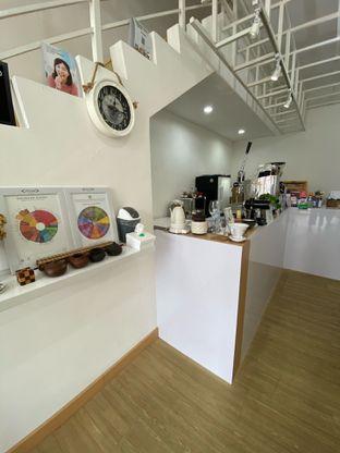 Foto 16 - Interior di Those Between Tea & Coffee oleh Jeljel